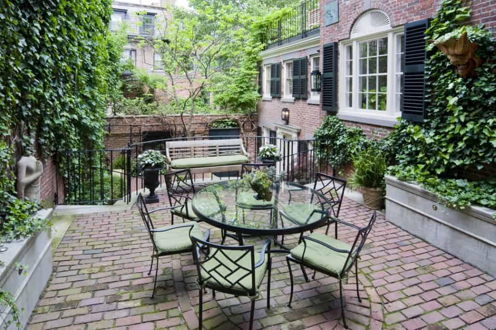 Beacon Hill courtyard design by JMMDS. Photo by Thomas Linger.
