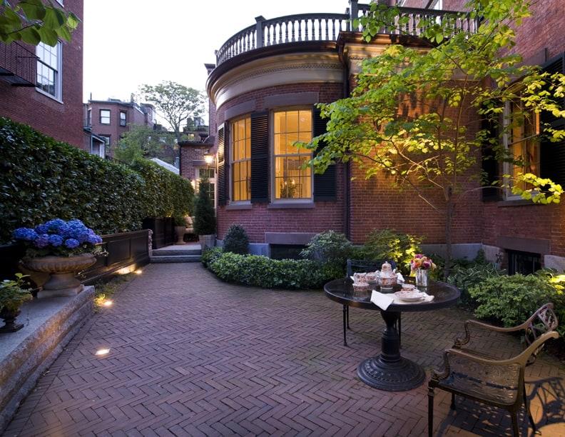 Beacon Hill garden, evening. Design by JMMDS. Photo by Thomas Linger.