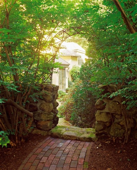 Courtyard arch | Landscape design by JMMDS, Photograph by Grey Crawford
