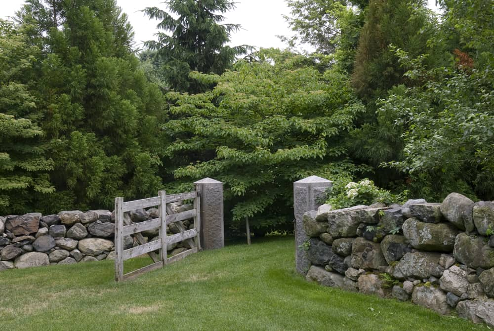 JMMDS Boston area contemporary retreat pasture gate photo by Todd Gieg