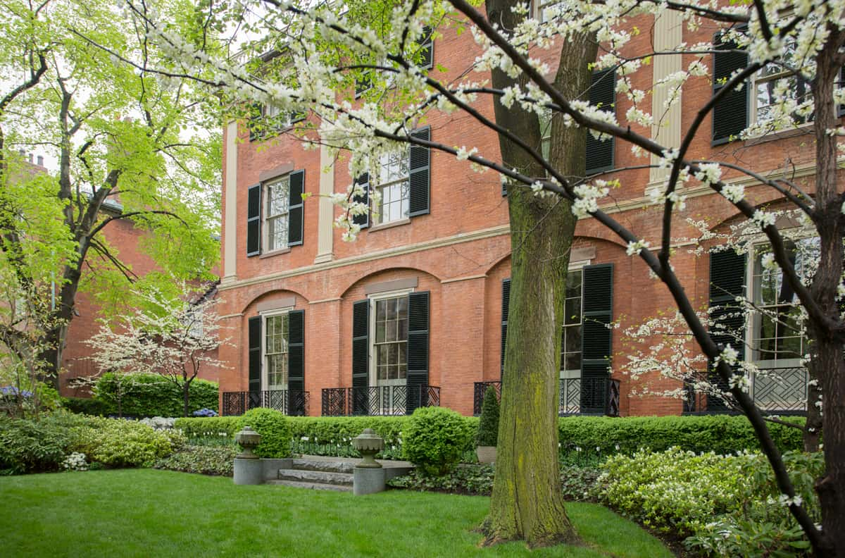 JMMDS_Mount-Vernon-Street-Boston_photo-Eric-Roth_Chinese-garden-ornament