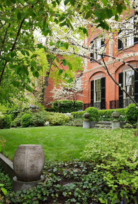 JMMDS_Mount-Vernon-Street-Boston_photo-Eric-Roth_formal-frontyard