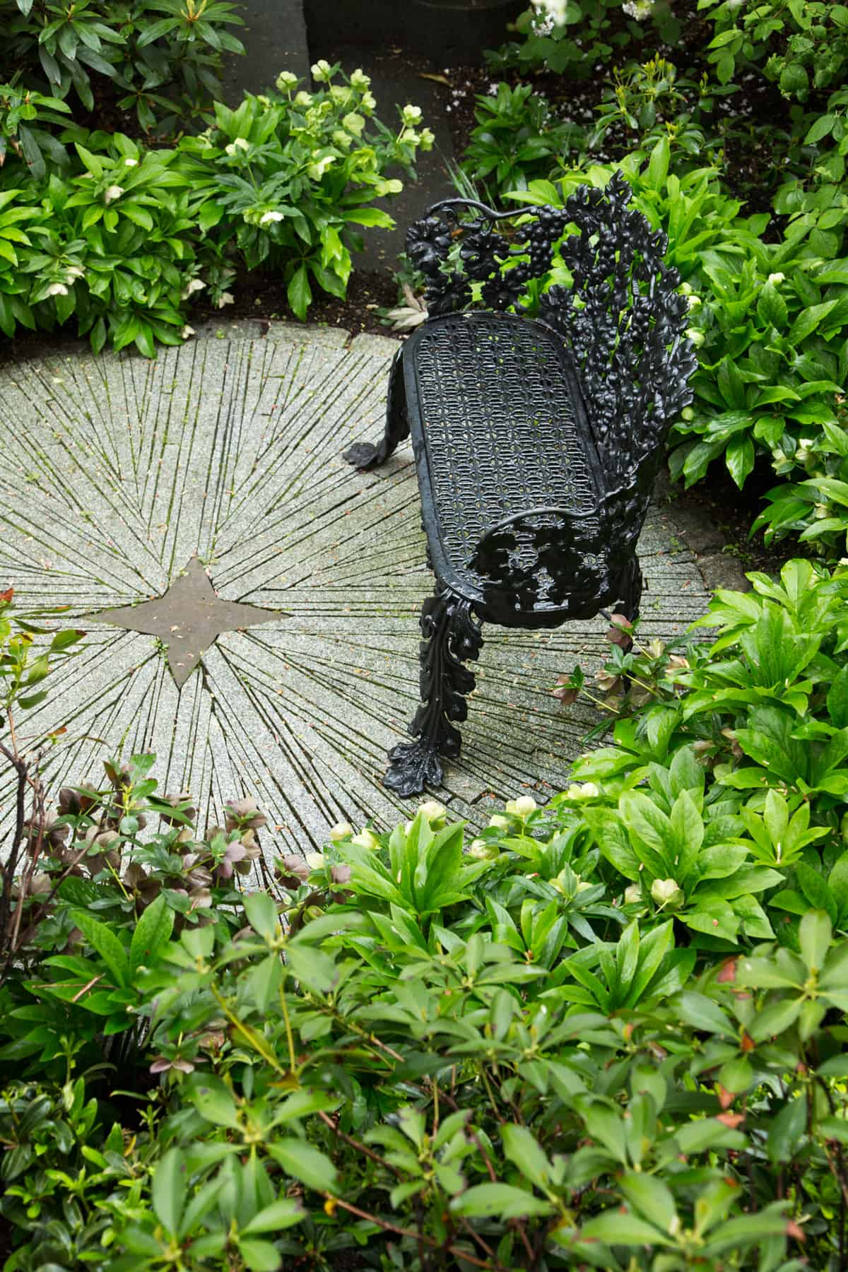 JMMDS_Mount-Vernon-Street-Boston_photo-Eric-Roth_secret-garden