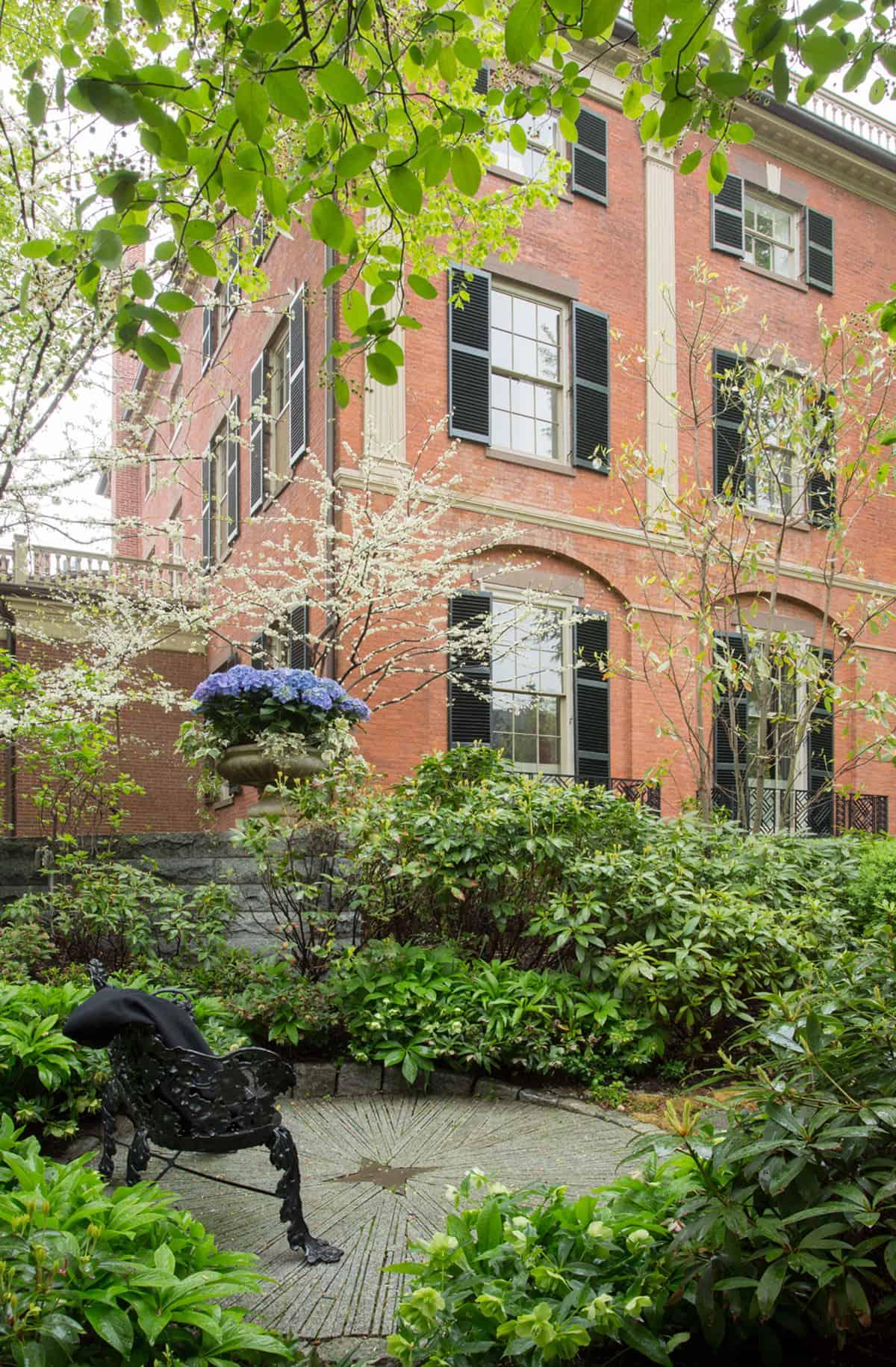 JMMDS_Mount-Vernon-Street-Boston_photo-Eric-Roth_white-redbuds