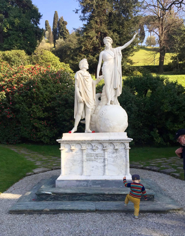 Statue of Dante and Beatrice at Villa Melzi